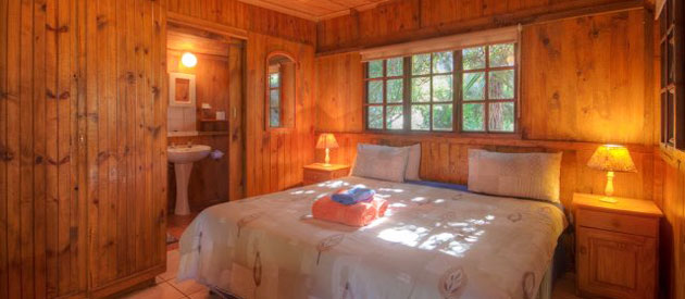 WOODLANDS COTTAGES & BACKPACKERS